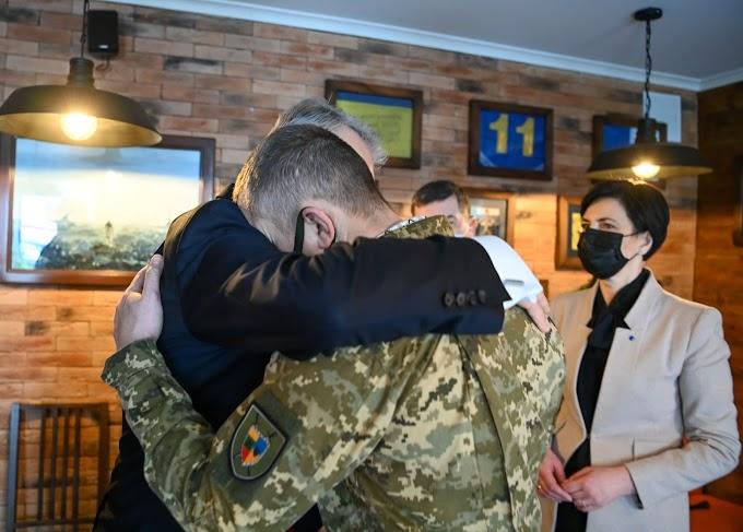 Президент Литви Ґітанас Науседа поділився зворушливою історією про долю українського воїна, якого вилікували в Литві