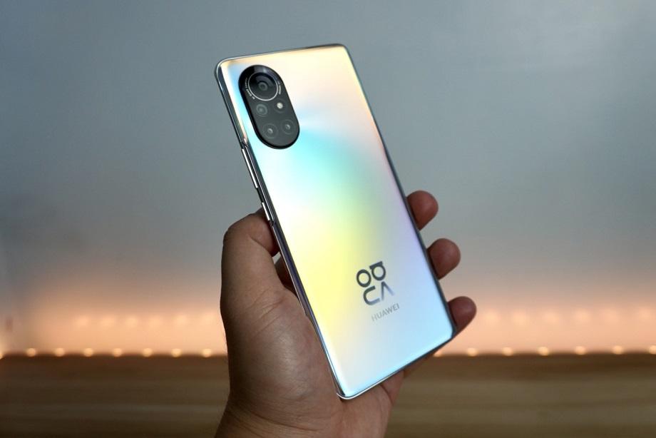 Huawei Nova 8 Unboxing: Design