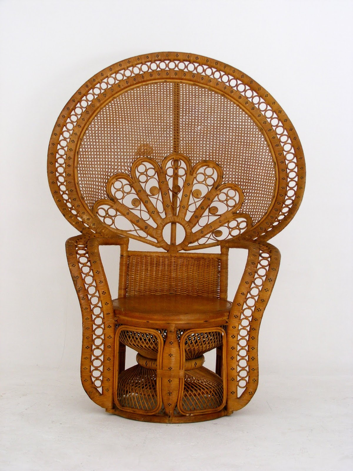 Vintage Peacock Chair Massage Chicago Vamp Furniture A At 05 October 2018 It S Big And The Seat Is Wooden Itself Very Sturdy With An Old Repair On Back See Photos Width 121cm Depth 73cm Height Of