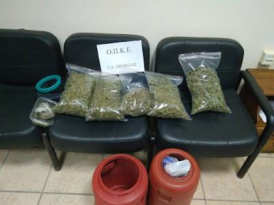 Συνελήφθη 55χρονος με 1,5 κιλά κάνναβης, κρυμμένα σε βαρέλια