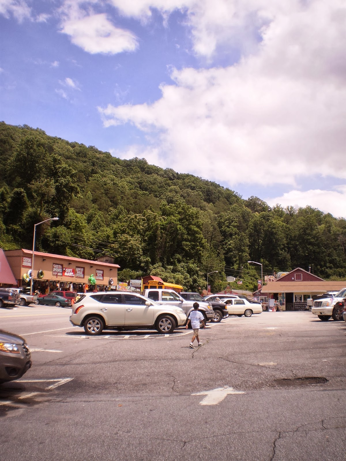 Cherokee Nc Shopping : cherokee, shopping, Cherokee,, Thousand, Country, Roads