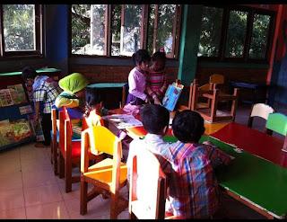 Aktivitas membaca bebas di kelas