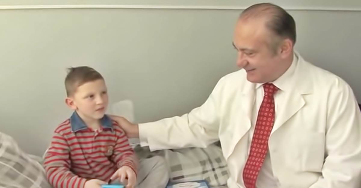 Αποτέλεσμα εικόνας για Αυξέντιος Καλαγκός: Ο καρδιοχειρουργός που έχει σώσει αφιλοκερδώς χιλιάδες παιδιά