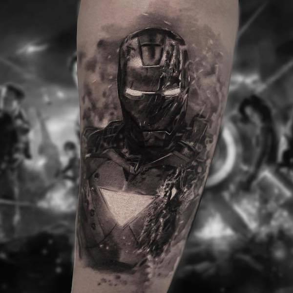 Tatuagem realista ficção