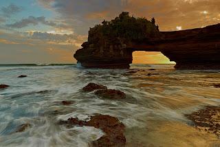 Luasnya Hamparan Tempat Wisata Pura Batu Bolong