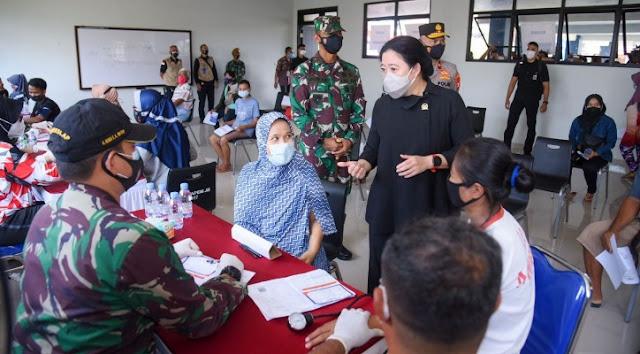 """Blusukan Vaksinasi di Jakbar, Puan Maharani Tak Dikenali Warga, """"Ibu Tahu Saya?"""""""