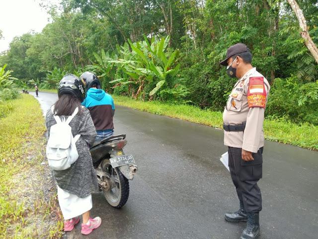 Gelar Patroli, Personel Polsek Dusel Imbau Warga Terus Disiplin Patuhi Prokes