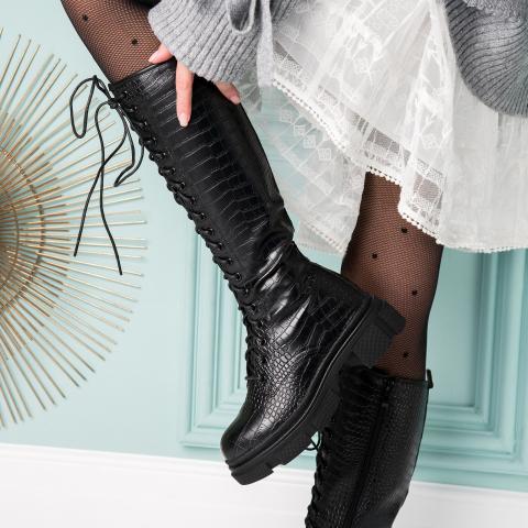 Ghete de dama lungi imblanite de iarna la moda