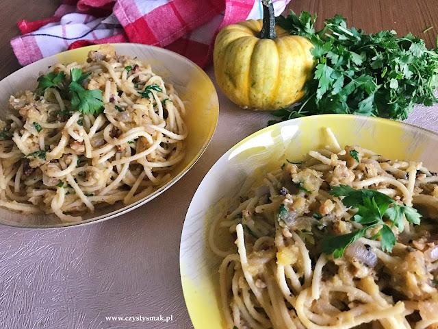 Spaghetti z sosem dyniowo-orzechowym