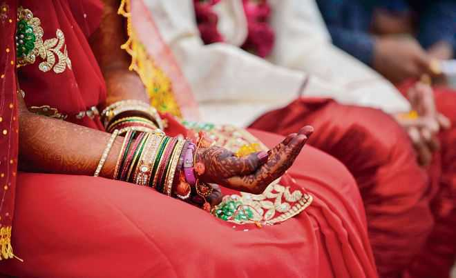 Two Hindu couples from Karachi travel to Gujarat to get married