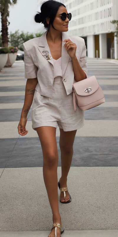 Perfect Instagram worthy outfits? See these 25 Breathtaking Fall Outfits for Going out. Women's Style + Date Outfits via higiggle.com | jacket + shorts | #falloutfits #shorts #casualoutfits #jacket