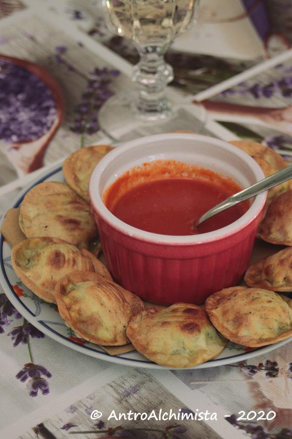 Medaglioni Fritti Basilico e Pinoli con Salsa all'Aglione