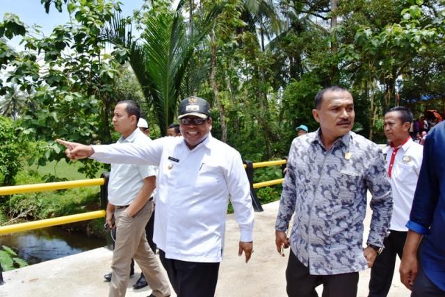 Wabup Suhatri Bur Resmikan Rehab Jembatan Dari Dana Desa, di Buluah Apo Tigo Jurai Nagari Toboh Gadang Timur