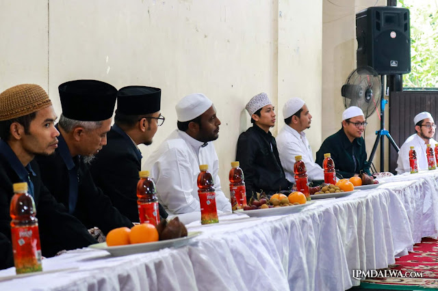 ISLAM, MENINDAS ATAU DITINDAS?