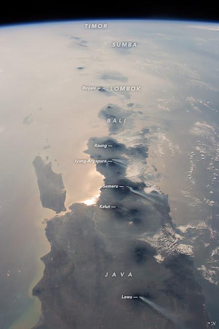 Gambar Pulau Jawa diambil oleh Stasiun Luar Angkasa Internasional