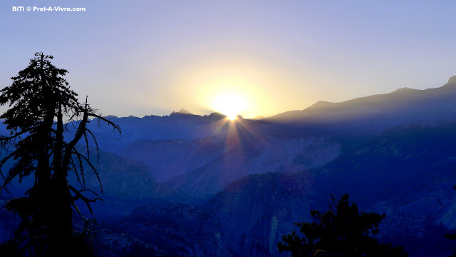 Photo Friday - Sunrise in Yosemite - Pret-a-Vivre - http://www.pret-a-vivre.com/2016/10/sunrise-in-yosemite.html