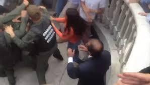 (VIDEO) Captado en cámara: La bestialidad con la que actuó la GNB contra diputados de la AN dentro del Parlamento