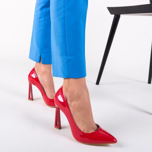 Pantofi eleganti rosii cu toc modern cu model
