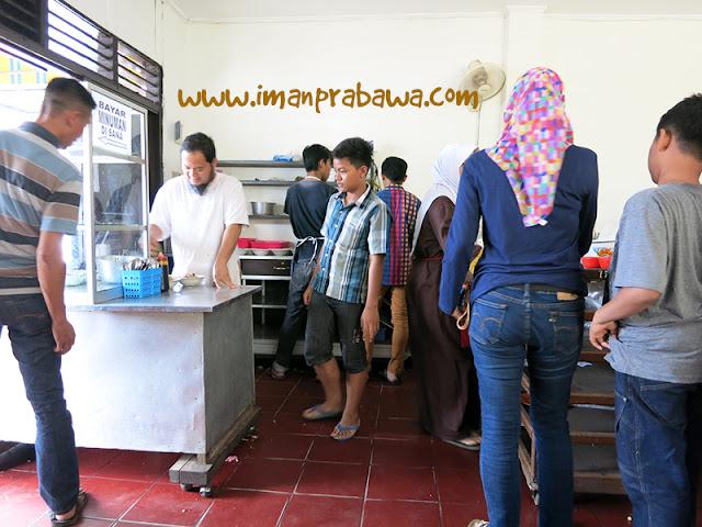 Suasana di Dalam Soto Jalan Bank Purwokerto