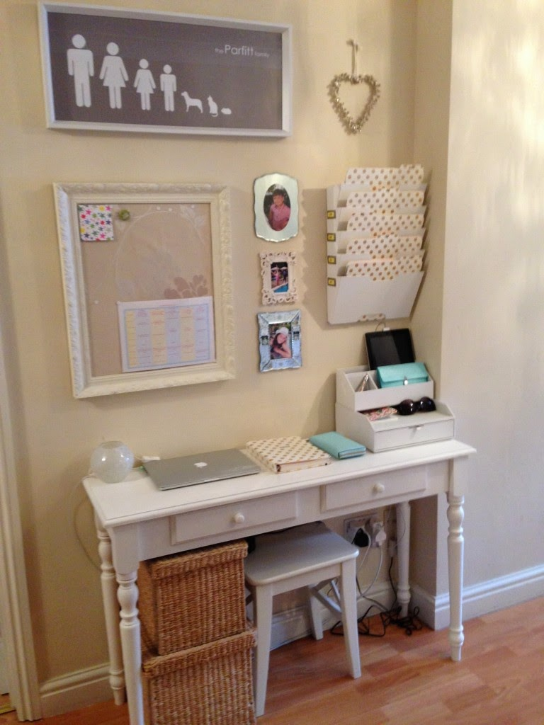 Decorating Home Organization With Command Stations
