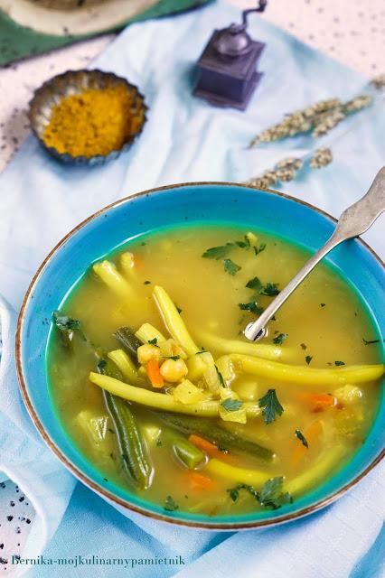 zupa, obiad, fasolka, curry, ciecierzyca, wegetarianska, bernika, kulinarny pamietnik