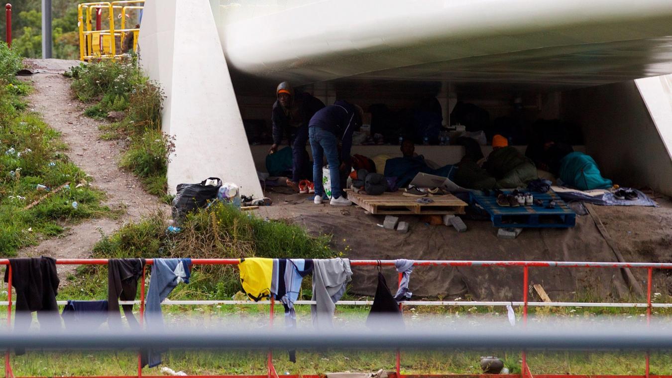 Après des échauffourées avec des migrants, les syndicats de police craignent pour l'hiver