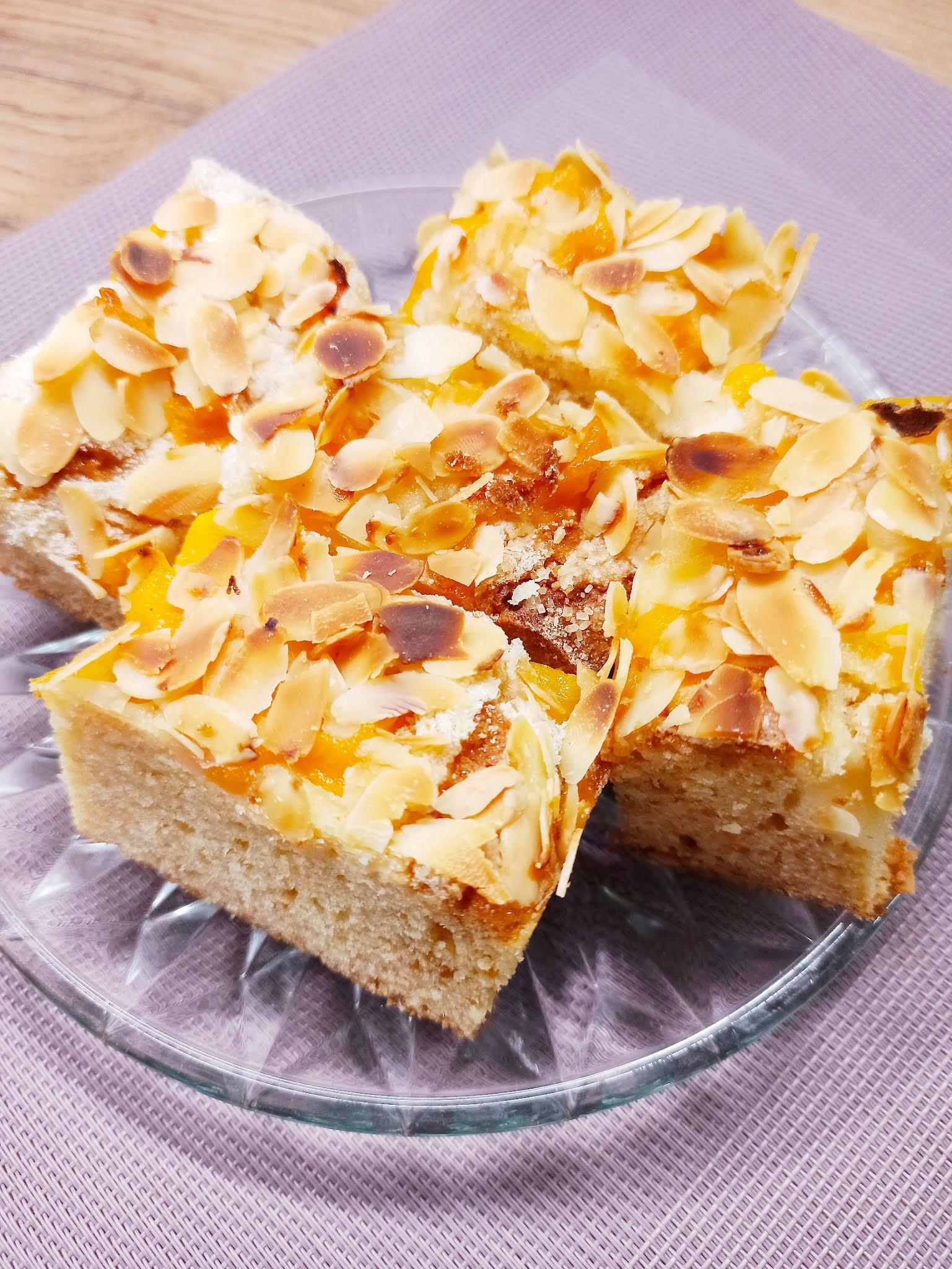 Ciasto migdałowe z brzoskwiniami