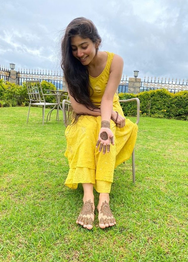 South Indian Actress Sai Pallavi flaunts her mehendi skills in latest pictures