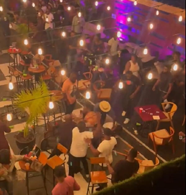 Drama as a Man and a Woman fights over a seat in a Bar (Video)
