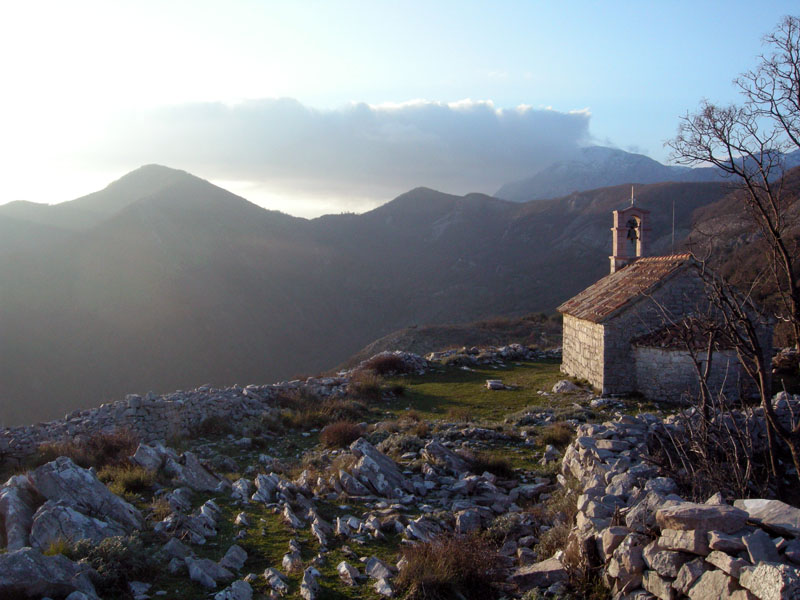 Часовня-на-вершине-Черногория
