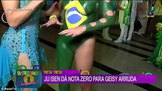 Body Painted Rio Dancer Accidentally Exposes Unpainted Part of Her Body on Live TV!