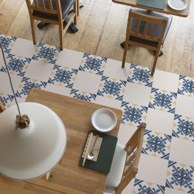 Azulejos en suelo de la cocina