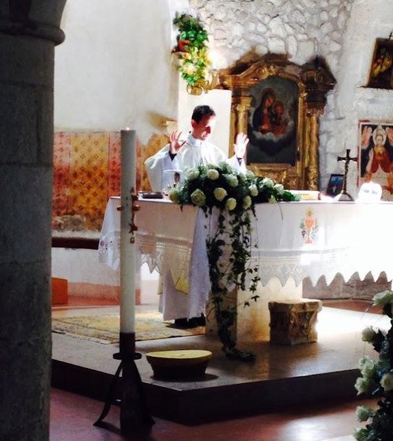 Mujer casada se metió con un sacerdote, ahora el esposo recibirá millones de pesos de compensación 2