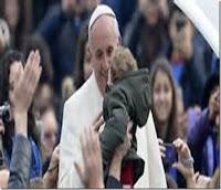 Le pape avec un bébé