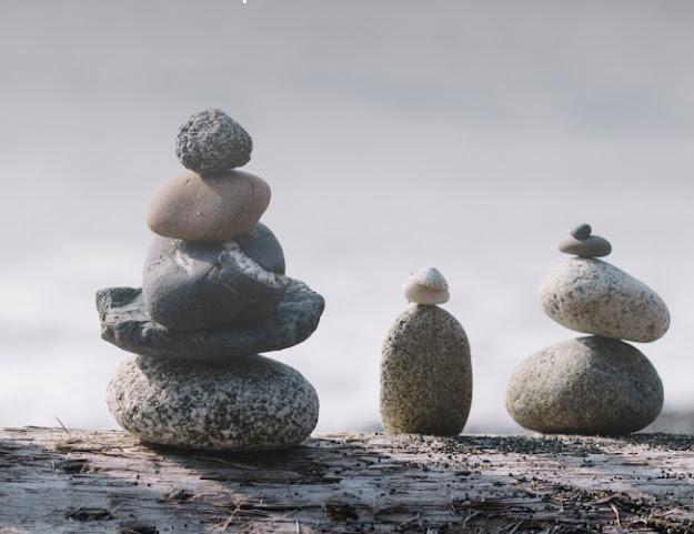 Hình ảnh các hòn đá xếp chồng lên nhau