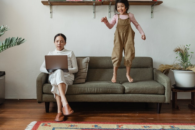 7 Cara Seru Menikmati Liburan di Rumah