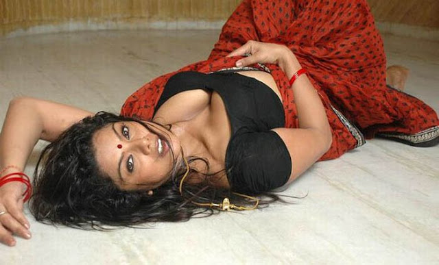 Swathi Verma - Tamil Mallu Aunty New Hot Sexy Pics Photos