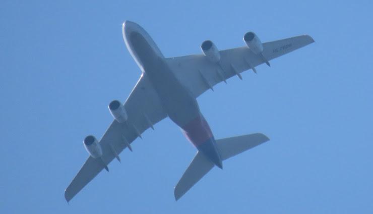 超望遠カメラで撮った航空機の写真