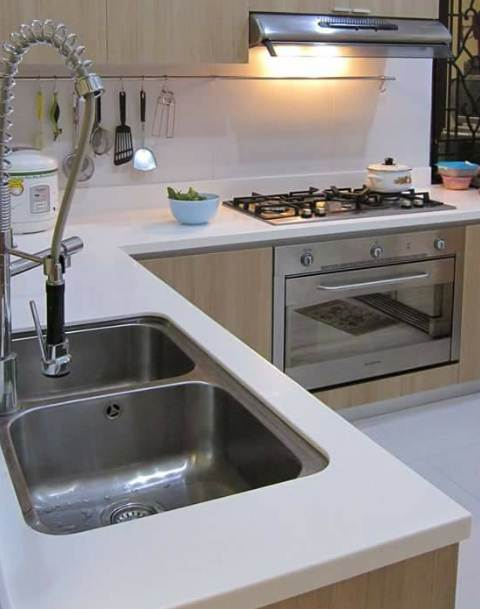 Ruangan Dapur Rumah Minimalis Type 30 menggunakan kompor modern