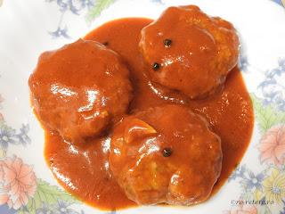 Chiftele marinate reteta de casa traditionala cu carne tocata de porc in sos tomat de rosii si bulion retete culinare mancare chiftelute parjoale,