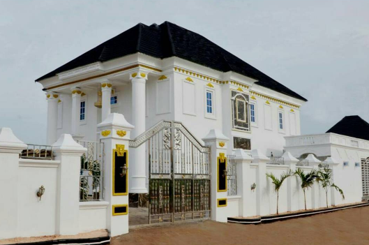 Comedian, I Go Dye builds mansion for his mother (photos)