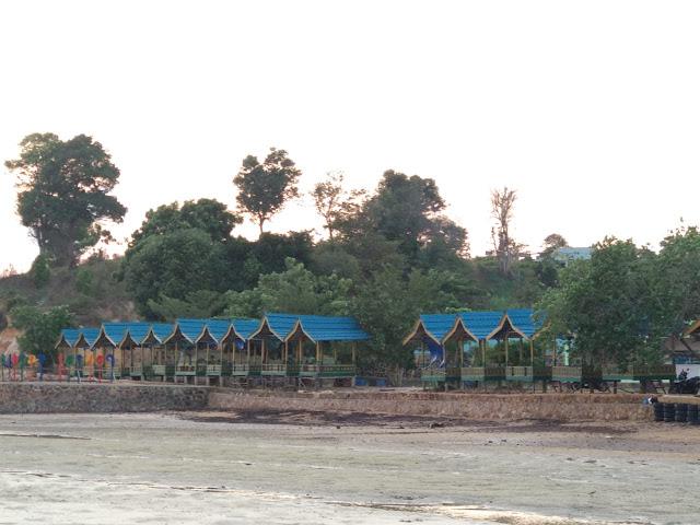 Gazebo di Pantai Setokok Barelang