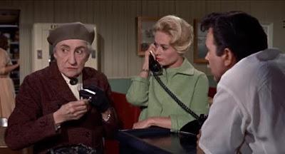 Alfred Hitchcock's The Birds, descargar y ver online en español, español latino y VOSE