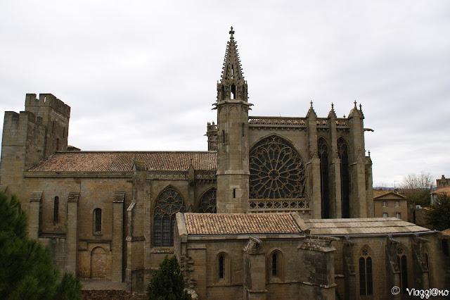 Esterno dell'imponente Basilica di Carcassonne