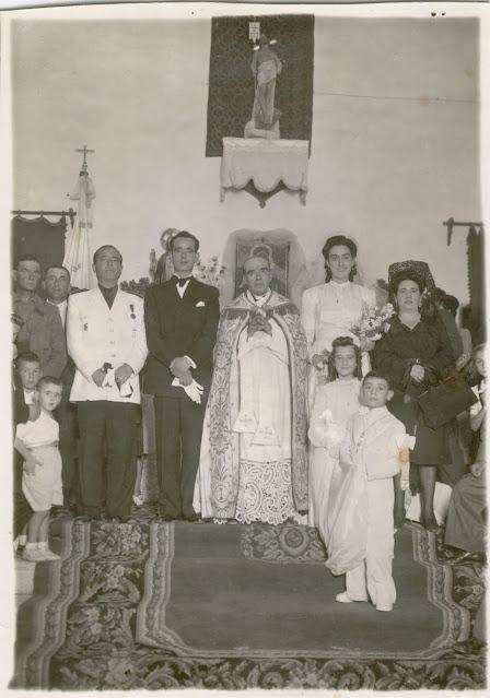 Boda de D. Leon Gonzales y Maria Juana Hornillos cuando aun no se habia conseguido retablo mayor nuevo.