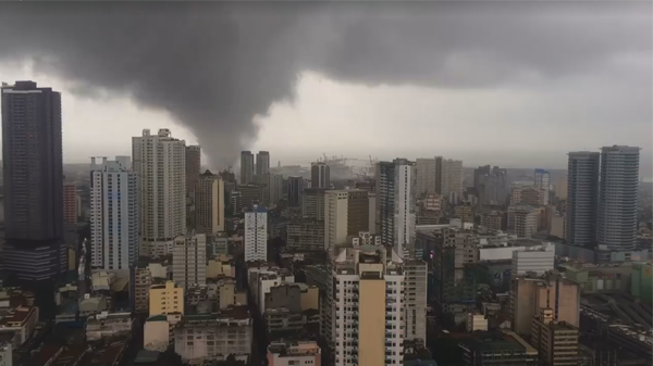 Brewing Tornado caught on cam, hits Manila