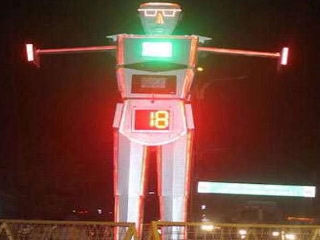 शहर की पहचना बने रोबोट ने किया फिर काम शुरू; सिरफिरे युवक द्वारा रोबोट में की गई थी तोड़फोड़