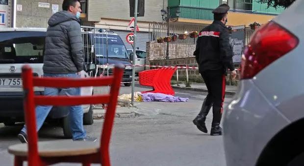Napoli: mamma di un bimbo di 4 mesi e moglie di un carabiniere si lancia dal balcone e muore