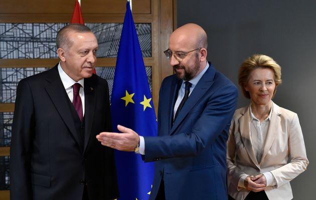 «Ενεοί και κεχηνότες ενώπιον της Τουρκίας»