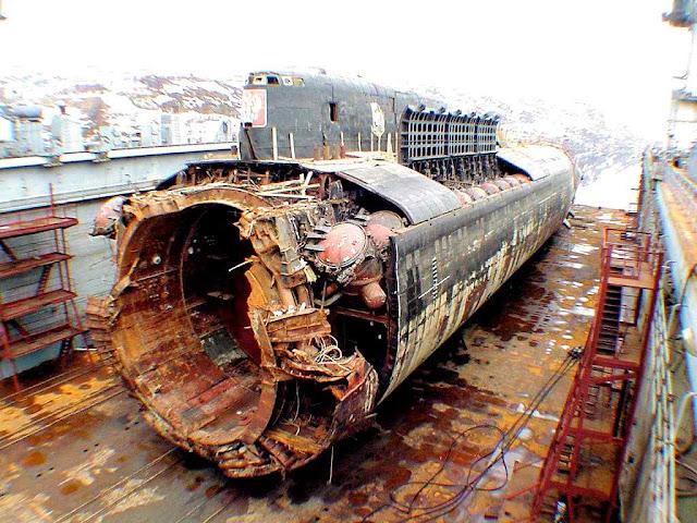 Restos recuperados por noruegueses do Kursk. O secretismo em ambos casos deixou intrigado o mundo.